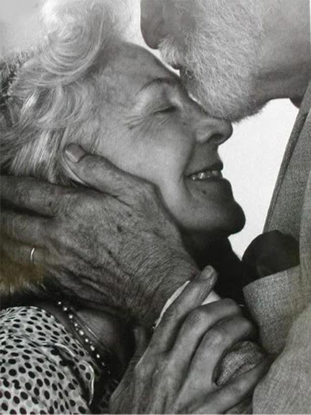 Vieux couple qui s'aime © DR
