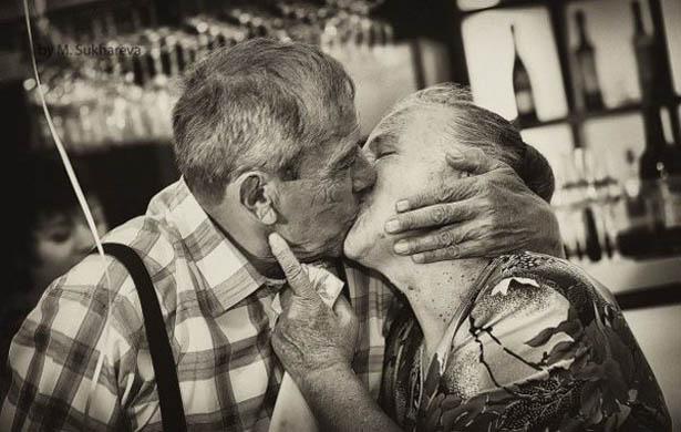 Baiser couple âgé © DR