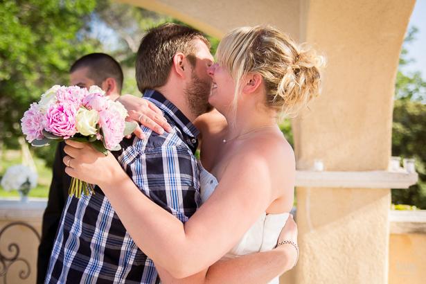 Julie & Pascal, les embrassades © Fanny Tiara Photographie