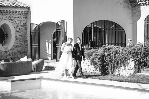 L'entrée de Julie & Pascal © Fanny Tiara Photographie