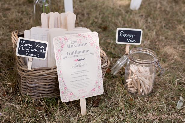 Roxanne & Guillaume (programmes) © Something Wedding