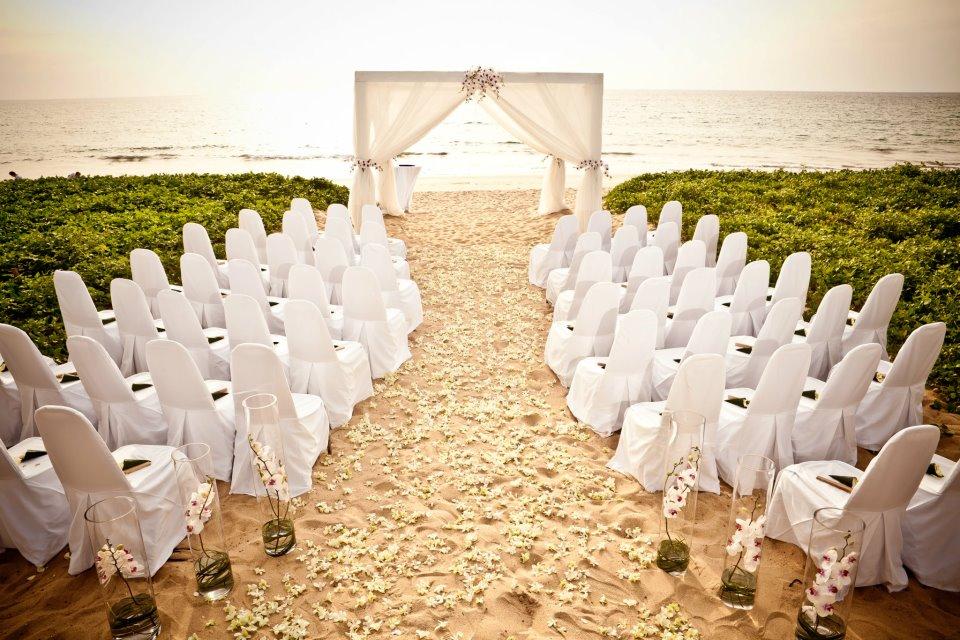 Cérémonie sur la plage © DR