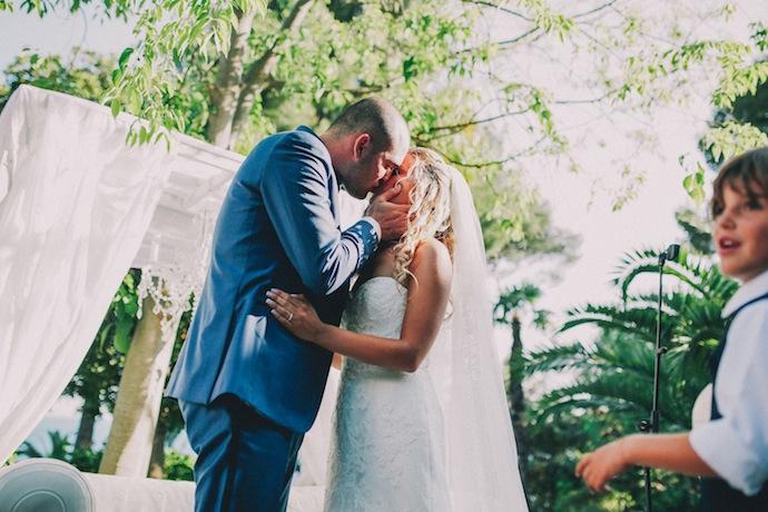 Le baiser des mariés - Cérémonie laïque d'Alicia et Xavier