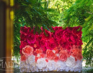 Backdrop fleurs en papier pour cérémonie laïque