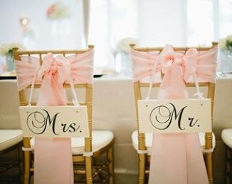 Pancarte Mr and Mrs pour chaises des mariés