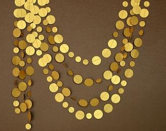 Guirlande en papier gold pour arche de cérémonie laïque