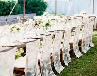 Housses de chaises en dentelle pour cérémonie laïque
