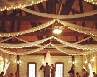Drappé lumineux pour cérémonie laïque en intérieur