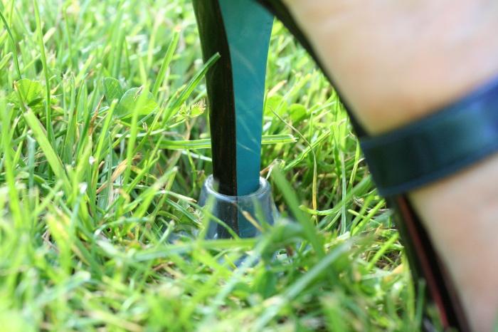 L'escarpince pour ne plus s'enfoncer dans l'herbe
