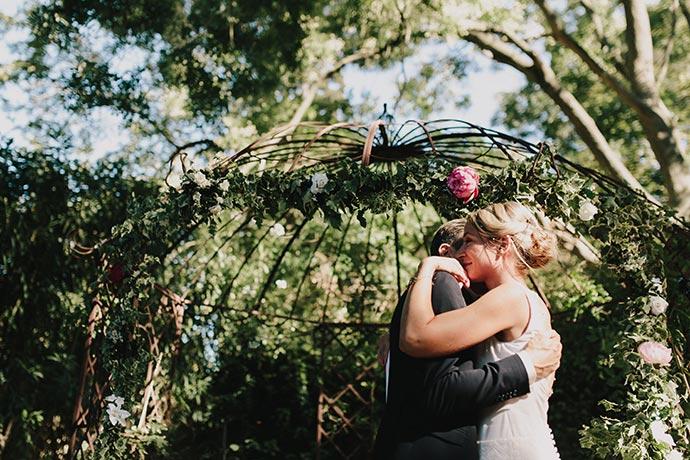 Émotion des mariés - Cérémonie laïque de Caroline et Eric