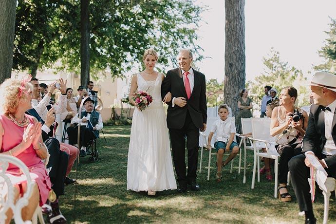 Entrée de la mariée et son papa - Cérémonie laïque de Caroline et Eric