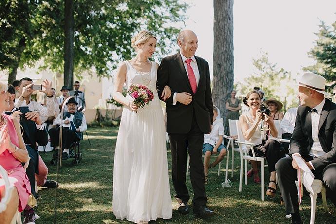Entrée de la mariée traditionnelle - Cérémonie laïque de Caroline et Eric