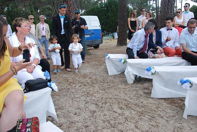Enfants d'honneur avec les alliances - Cérémonie laïque d'Ysaline et Jean