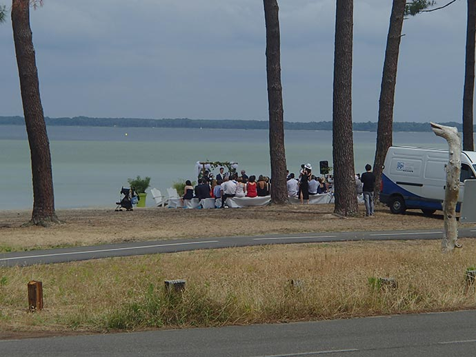 Cérémonie laïque d'Ysaline et Jean sur la plage