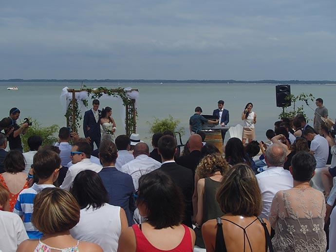 Aperçu de la cérémonie laïque d'Ysaline et Jean sur la plage