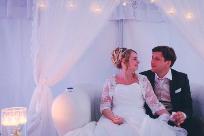Cérémonie laïque de Tiphany & Florent : regards amoureux © THE cérémonie / Mélanie Tuero Photographe