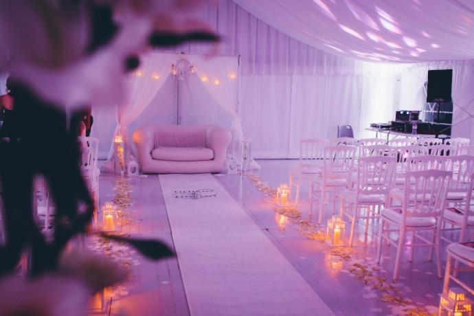 Déco intérieure cérémonie laïque de Tiphany & Florent © THE cérémonie / Mélanie Tuero Photographe