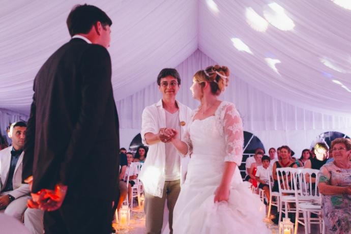 Cérémonie laïque de Tiphany & Florent : entrée de la mariée © THE cérémonie / Mélanie Tuero Photographe