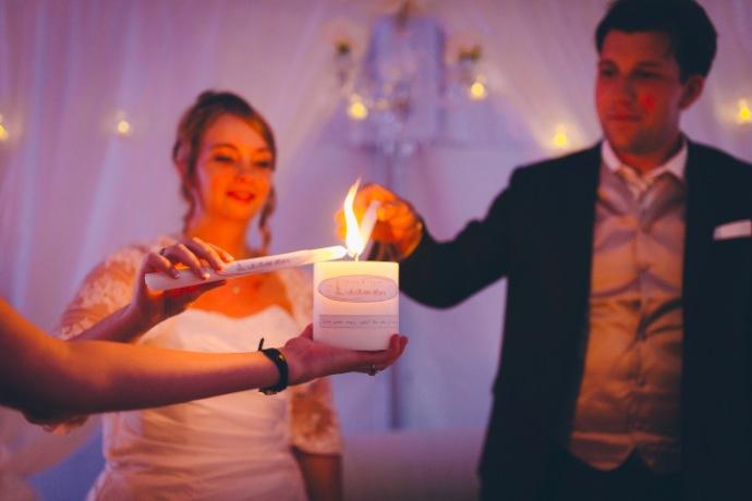 Rituel bougie d'unité - cérémonie laïque Tiphany & Florent © THE cérémonie / Mélanie Tuero Photographe