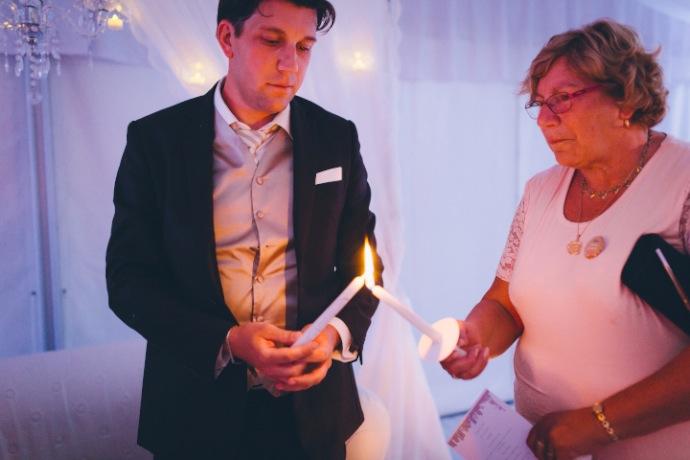 Rituel de la bougie - cérémonie laïque Tiphany & Florent © THE cérémonie / Mélanie Tuero Photographe