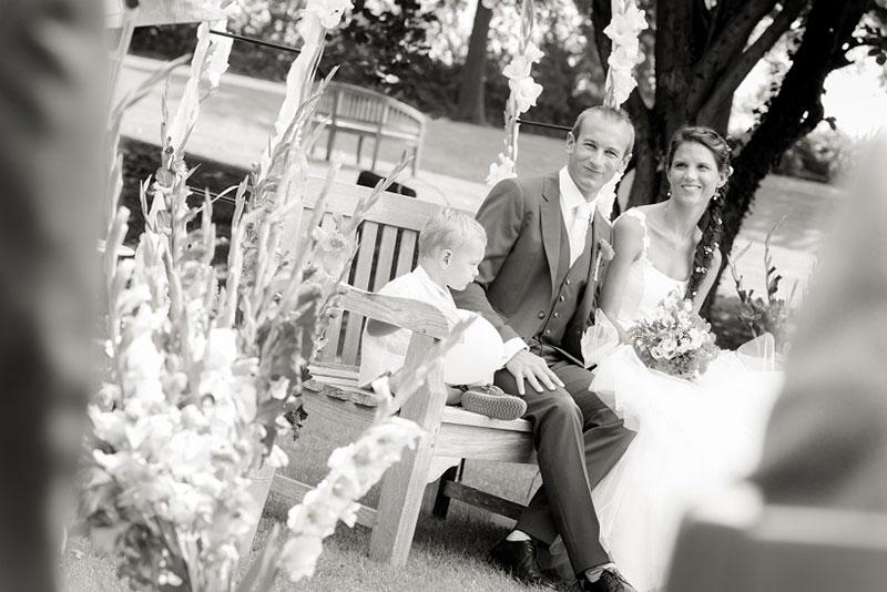 Mariés pendant leur cérémonie laïque